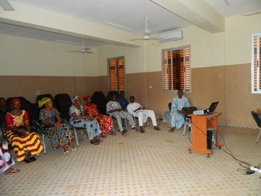 Des enseignants maliens apprennent Afripédia