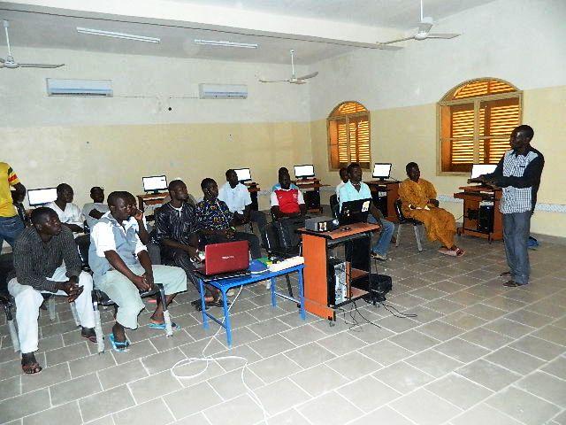 Formation des enseignants à l'utilisation d'Afripédia au Mali.